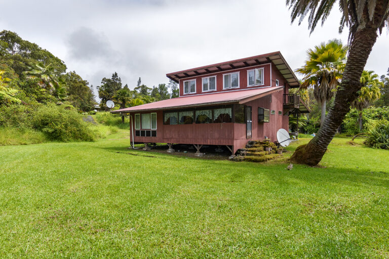 分譲可能な30エーカーの土地に家2件の画像